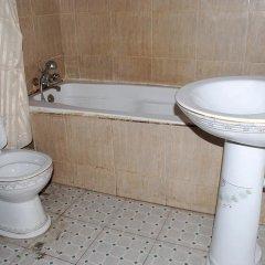 Отель Emglo Suites ванная