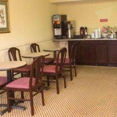 Отель Travelodge Columbus East гостиничный бар