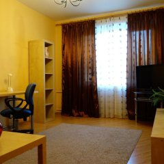 Апартаменты LUXKV Apartment on Smolenskaya комната для гостей фото 2