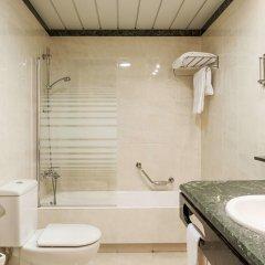Отель Ilunion Hotel Bilbao Испания, Бильбао - 2 отзыва об отеле, цены и фото номеров - забронировать отель Ilunion Hotel Bilbao онлайн ванная фото 2