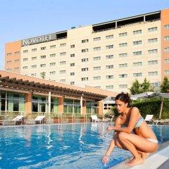 Отель Novotel Bologna Fiera Италия, Болонья - отзывы, цены и фото номеров - забронировать отель Novotel Bologna Fiera онлайн бассейн