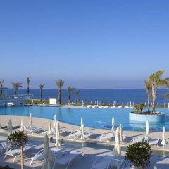 King Evelthon Beach Hotel & Resort бассейн