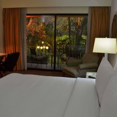 Отель Wyndham Garden Guadalajara Expo комната для гостей