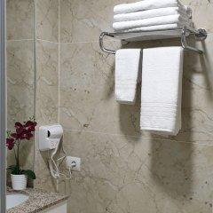 Отель Ramel Hotel Албания, Тирана - отзывы, цены и фото номеров - забронировать отель Ramel Hotel онлайн ванная