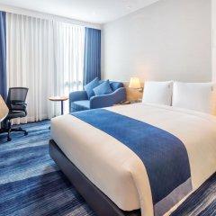 Отель Holiday Inn Express Bangkok Soi Soonvijai комната для гостей