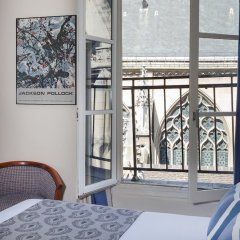 Отель Hôtel de la Place du Louvre балкон