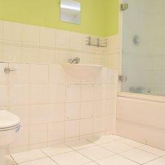 Отель Canary Wharf 2 Bedroom Flat ванная фото 2