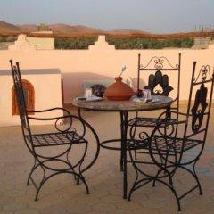 Отель Riad Aicha Марокко, Мерзуга - отзывы, цены и фото номеров - забронировать отель Riad Aicha онлайн бассейн