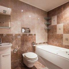 Отель FM Deluxe 1-BDR Apartment - Scandinavia Болгария, София - отзывы, цены и фото номеров - забронировать отель FM Deluxe 1-BDR Apartment - Scandinavia онлайн ванная