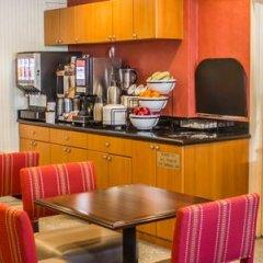 Отель Comfort Inn JFK Airport США, Нью-Йорк - 1 отзыв об отеле, цены и фото номеров - забронировать отель Comfort Inn JFK Airport онлайн гостиничный бар