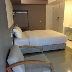 Отель Silom Studios Бангкок сейф в номере