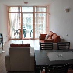 Отель Sunny Holiday Apartments Болгария, Солнечный берег - 1 отзыв об отеле, цены и фото номеров - забронировать отель Sunny Holiday Apartments онлайн комната для гостей