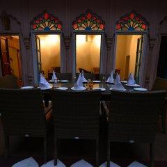 Отель WelcomHeritage Haveli Dharampura фото 2