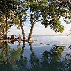 Отель Mimpi Resort Tulamben Dive and Spa бассейн