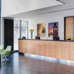 Отель InterCityHotel Hamburg Hauptbahnhof Германия, Гамбург - 1 отзыв об отеле, цены и фото номеров - забронировать отель InterCityHotel Hamburg Hauptbahnhof онлайн интерьер отеля фото 3