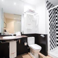 Отель Petit Palace Plaza de la Reina ванная