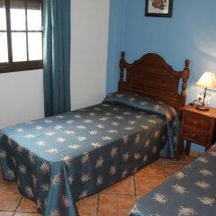 Отель Hostal Lojo Испания, Кониль-де-ла-Фронтера - отзывы, цены и фото номеров - забронировать отель Hostal Lojo онлайн комната для гостей