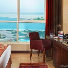 Отель Khalidiya Palace Rayhaan by Rotana, Abu Dhabi удобства в номере фото 2