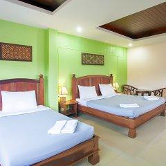 Отель Baan Sutra Guesthouse Пхукет сейф в номере