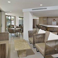Отель Alua Hawaii Mallorca & Suites гостиничный бар
