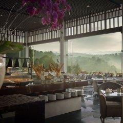 Padma Hotel Bandung питание