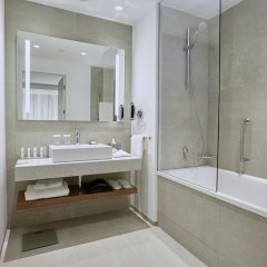 Отель DoubleTree by Hilton Hotel Wroclaw Польша, Вроцлав - отзывы, цены и фото номеров - забронировать отель DoubleTree by Hilton Hotel Wroclaw онлайн ванная
