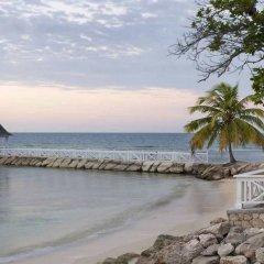 Отель Half Moon Ямайка, Монтего-Бей - отзывы, цены и фото номеров - забронировать отель Half Moon онлайн пляж