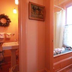 Отель Spinnakers Gastro Brewpub & GuestHouses Канада, Виктория - отзывы, цены и фото номеров - забронировать отель Spinnakers Gastro Brewpub & GuestHouses онлайн ванная