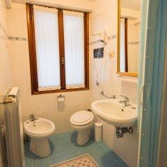 Отель Albergo Casa Peron Италия, Венеция - отзывы, цены и фото номеров - забронировать отель Albergo Casa Peron онлайн ванная