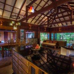 Отель Koh Jum Beach Villas гостиничный бар