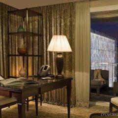 Отель Hôtel Barrière Le Fouquet's Франция, Париж - 1 отзыв об отеле, цены и фото номеров - забронировать отель Hôtel Barrière Le Fouquet's онлайн удобства в номере
