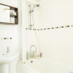 Отель Bright and Spacious 1 Bedroom Flat With Garden Брайтон ванная