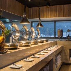 Oakwood Hotel Journeyhub Phuket питание фото 3