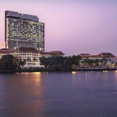 Отель AVANI Riverside Bangkok Hotel Таиланд, Бангкок - 1 отзыв об отеле, цены и фото номеров - забронировать отель AVANI Riverside Bangkok Hotel онлайн приотельная территория фото 2