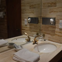 Отель Royal Elysées Франция, Париж - 3 отзыва об отеле, цены и фото номеров - забронировать отель Royal Elysées онлайн ванная