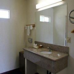 Отель American Inn & Suites LAX Airport ванная