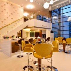 Отель Aetas Lumpini Бангкок гостиничный бар