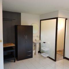 Отель Hi Karon Beach Dormtel удобства в номере фото 2