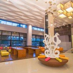 Отель R-Con Wong Amat Suite гостиничный бар