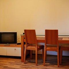 Отель Pirin Heights Holiday Apartments Болгария, Банско - отзывы, цены и фото номеров - забронировать отель Pirin Heights Holiday Apartments онлайн удобства в номере фото 2