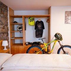 Отель Bed&Bike Tremola San Gottardo Айроло сейф в номере