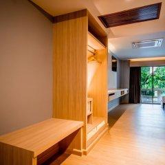 Отель Thanthip Beach Resort сейф в номере