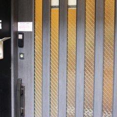 Отель K's House Tokyo Oasis Токио сейф в номере