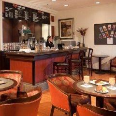 Отель Pacific Gateway Hotel Канада, Ричмонд - отзывы, цены и фото номеров - забронировать отель Pacific Gateway Hotel онлайн гостиничный бар