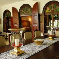 Отель CLINGENDAEL Канди гостиничный бар