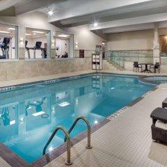 Travelodge Hotel Toronto Airport бассейн