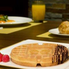 Отель Hilton Garden Inn Dubai Al Muraqabat Дубай питание