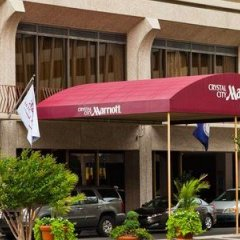 Отель Crystal City Marriott at Reagan National Airport парковка