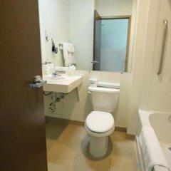 Отель Lodge @ Fortius Sport & Health Канада, Бурнаби - отзывы, цены и фото номеров - забронировать отель Lodge @ Fortius Sport & Health онлайн ванная