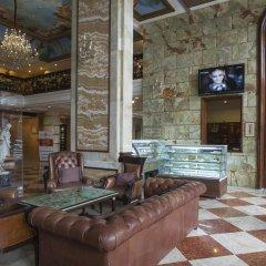 Отель The Royal Plaza Индия, Нью-Дели - отзывы, цены и фото номеров - забронировать отель The Royal Plaza онлайн интерьер отеля фото 2